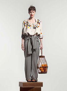 Extra spécial pour – Julie Menuge Collaborations, design textile et créations de broderies pour Jean-paul Lespagnard et pour Jean-paul Gaultier.
