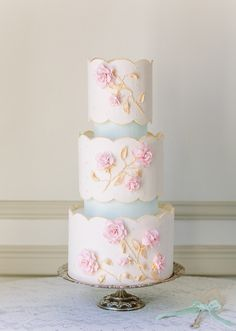 B: 32 of the Prettiest Floral Wedding Cakes. Scalloped-edge wedding cake with pink sugar flowers, by The Flour Garden. See more vintage wedding Cake Floral Wedding Cakes, Wedding Cakes With Flowers, Beautiful Wedding Cakes, Gorgeous Cakes, Wedding Cake Designs, Pretty Cakes, Amazing Cakes, Cake Wedding, Flower Cakes