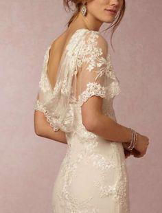 Tendencias de boda 2017: Vestidos de novia con capa [FOTOS] - Mini capa con caída abierta en la espalda