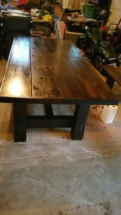 DIY Farm table for under $250, using materials from Home Depot.