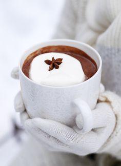 Hot chocolate on a cold winters day yummy I Love Coffee, Coffee Art, Coffee Break, My Coffee, Vino Y Chocolate, Chocolate Shapes, Winter Time, Winter Rain, Winter Christmas