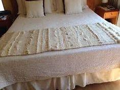 Resultado de imagen para pieceras a telar Tapestry Weaving, Loom Weaving, Hand Weaving, Bed Spreads, Textiles, Pillows, Plaid, Interior Design, Furniture