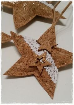 Auf der Suche nach selbstgenähter Weihnachtsdeko bin ich auf dem Blog von Buttinette auf diese Sterne aus Korkstoff gestossen Passend zum Weihnachtszauber habe ich mich für einen Korkstoff mit Go…