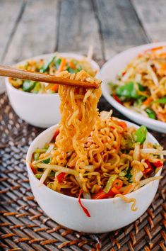 Vegetable Ramen is a simple & easy-to-make meatless Monday meal all instant ramen lovers must try. For you carnivores, just add meat to this vegetable ramen! Ramen Recipes, Asian Recipes, Cooking Recipes, Healthy Recipes, Ethnic Recipes, Hamburger Recipes, Recipies, Fresh Ramen Noodles, Asian Noodles