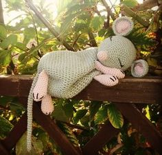 Maus häkeln // Spitzmaus-Männchen häkeln around the fabric decoration . - Maus häkeln // Spitzmaus-Männchen häkeln autour du tissu déco Maus häkeln // Spitzmaus-Männchen häkeln around the fabric decorations crafts Easter baby Crochet Lovey, Crochet Bunny Pattern, Crochet Mouse, Crochet Patterns Amigurumi, Amigurumi Doll, Crochet Dolls, Knitting Patterns, Handmade Toys, Doll Patterns