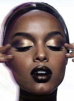 This look combines gold and black twice, once in the eyes and once on the lips, and we can't stop talking about this look