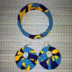 Adorning the earrings and bracelet in fabric african wax. Bracelet Cuir, Crochet Earrings, African, Fabric, Jewelry, Fabric Cuff Bracelets, Fabric Jewelry, Stretch Bracelets, Blue Patterns