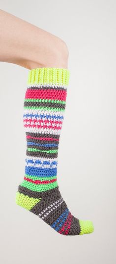 Crochet pattern for colorful hippie knee-high socks. Instructions given for womens shoe sizes 5/6, 7/8 and 9/10. This pattern calls for worsted weight yarn and size 4.00mm crochet hook.  You may sell the finished item but please link back to my shop as the creator of the pattern :)