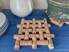 Make An Upcycled Wine Cork Trivet Diy wine cork crafts diy Wine Craft, Wine Cork Crafts, Wine Bottle Crafts, Pot Mason Diy, Mason Jar Crafts, Upcycled Crafts, Diy Crafts, Fabric Crafts, Wine Cork Coasters