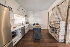 Guesthouse Charleston: EAST (44) - Houses for Rent in Charleston, South Carolina, United States Kitchen Sets, Renting A House, South Carolina, Charleston, United States, Luxury, Room, Houses, Home Decor