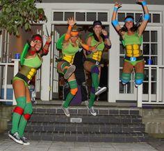 TMNT// good running costume idea 90s Halloween Costumes, 90s Costume, Costume Ninja, Zombie Costumes, Diy Costumes, Homemade Costumes, School Costume, Awesome Costumes, Women Ninja Turtle Costume