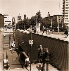 Coolsingel - entree metrohalte Beurs Circa 1975 (Shelltoren in aanbouw namelijk)?