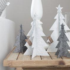 Such lovely christmas decoration! Scandinavian Christmas Ornaments, Nordic Christmas, Noel Christmas, Modern Christmas, Christmas Decorations, Xmas, Christmas Crafts, How To Make Christmas Tree, Christmas Interiors