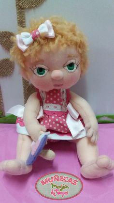 Muñeca bebe de trapo con ojitos bordados