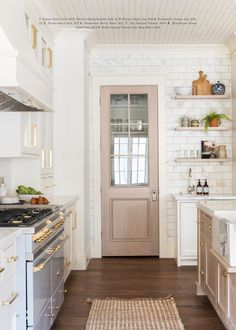 We can't get enough kitchen inspiration, and these ten beauties from Studio McGee remind us why. Start your week out with plenty of kitchen love! Home Design, Interior Design, Coastal Interior, Diy Interior, Layout Design, Home Luxury, Classic Kitchen, Minimal Kitchen, Farmhouse Kitchen Island