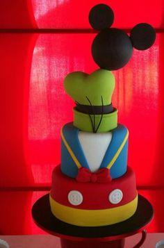 Bolo da turma do Mickey Bolo Mickey, Mickey And Minnie Cake, Fiesta Mickey Mouse, Mickey Party, Mickey Mouse Clubhouse Birthday Party, Mickey Mouse Birthday, Birthday Parties, Cupcakes Decorados, Friends Cake