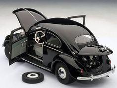 AutoArt 1:18 1955 Volkswagen 1200 Beetle diecast car