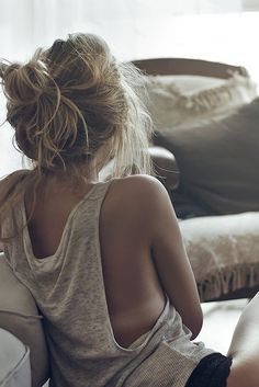 Messy Bun  pinterest: @rosajoevannoy