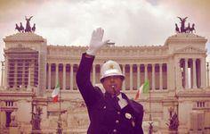 Agenti della polizia municipale sul piede di guerra contro il sindaco Ignazio Marino che ha disertatol'incontro con i rappresentanti  http://tuttacronaca.wordpress.com/2013/11/30/altola-marino-i-vigili-urbani-di-roma-minacciano-lo-sciopero-a-natale/