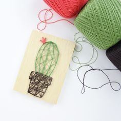 3,861 отметок «Нравится», 27 комментариев — Renee Day (@thediyday) в Instagram: «Results from my last post. . Cactus string art!! There's some free string art templates (including…»