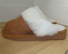 Texel. Heerlijke warme voeten in deze dames slof van 100% schapenwol www.texelaanjevoeten.nl Slippers, Shoes, Fashion, Moda, Zapatos, Shoes Outlet, Fashion Styles, Slipper, Shoe