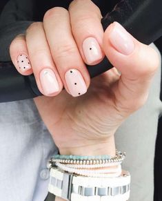 Have you heard of the idea of minimalist nail art designs? These nail designs are simple and beautiful. You need to make an art on your finger, whether it's simple or fancy nail art, it looks good. Of course, you may have seen many simple and beaut Neutral Nail Art, Gel Nagel Design, Nail Polish, Nail Nail, Gold Polish, Top Nail, White Polish, Nagellack Trends, Minimalist Nails