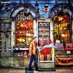 伊斯坦布爾舊城區的商店ㄧ景。  ©me.tiryaki