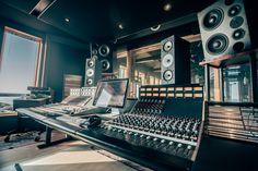 Amazing place in norway – sound space architecture – Audioroom Audio Studio, Music Studio Room, Sound Studio, Home Studio Desk, Studio Setup, Studio Musica, Feng Shui, Recording Studio Design, Audio Room