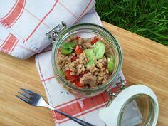 Sałatka z kaszy pęczak i bobu. Cały przepis: http://majlaa.pl/przepisy-na-moje-3-ulubione-salatki/