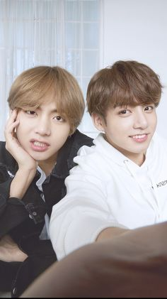 Discovered by Dyann🌺. Find images and videos about bts, jungkook and v on We Heart It - the app to get lost in what you love. Bts Taehyung, Bts Bangtan Boy, Bts Jungkook And V, Taekook, Foto Bts, V And Jin, Les Aliens, V Bts Wallpaper, Bts Aesthetic Pictures