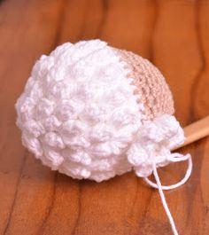 Passo a Passo... Mas como faço?: Ovelha Amigurumi com receita e passo a passo Crochet Toys Patterns, Stuffed Toys Patterns, Crochet Dolls, Crochet Hats, Poodle, Lily, Beanie, Crochet Mouse, Beginner Crochet Tutorial