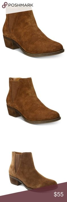 Kensie Ankle Bootie Rounded toe ankle bootie Zipper closure at inner ankle; gorin at outer ankle for enhanced fit 1 1/4 block heel Suede upper; Manmade sole Kensie Shoes Ankle Boots & Booties