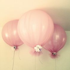 Tulle balloons w/ flower tied to bottom: pretty!