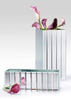 A square mirror strips vase is a heavy, glass vase with bevel edged mirror strips on the outside and mirror panels on its inside. Use as elegant floral centerpieces. Mirror Centerpiece, Wedding Vase Centerpieces, Mosaic Vase, Mosaic Diy, Table Flower Arrangements, Table Flowers, Disco Party Decorations, Wedding Decorations, Wedding Ideas