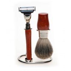 Unui gentleman sofisticat i se potriveste un set de barbierit, Rodd perfect adaptat necesitatilor unui barbat pretentios cu gusturi clasice. Dotat cu ustensile din lemn de palisandru si otel inoxidabil, setul intruneste toate cerintele unui aparat de barbierit profesionist. Feeling Fine, Shaving Set, Diy Wood, Wood Working, Health, Woodworking, Health Care, Wood Crafts, Carpentry