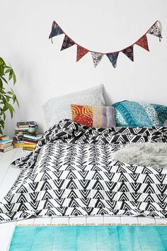 Assembly Home Yama Arrow Quilt - Urban Outfitters