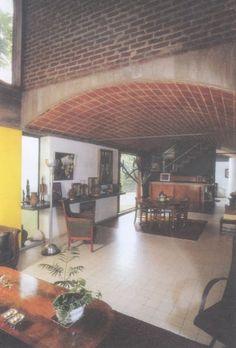 Le Corbusier and the Maison Jaoul. Modern Architecture House, Futuristic Architecture, Residential Architecture, Interior Architecture, Interior Design, Chinese Architecture, Modern Houses, Le Corbusier, Chandigarh