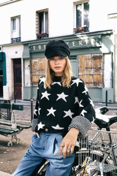 Street style Black Sweaters, Knitted Fabric, Fitness Models, Street Style, Black And White, Stars, City, Blouse, How To Wear