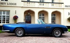 Aston Martin DB5 Volante. You can download this image in resolution 2048x1536 having visited our website. Вы можете скачать данное изображение в разрешении 2048x1536 c нашего сайта.