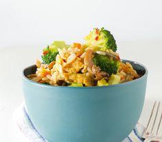 Bei gebratenem Reis ist wichtig, dass das Ei stockt und nicht alles zusammenklebt, sonst wird er nicht so schön locker.