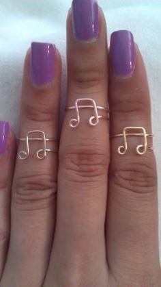 Música Nota codillo anillo por CreativeWireJewelry en Etsy, $5,00