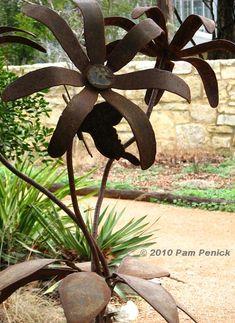 Metal flower sculpture  VEDERE ANCHE ALTRE SCULTURE NEL SITO