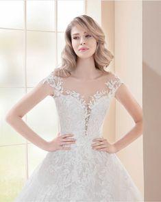 Krásný výstřih model Delta z kolekce Farletta 2019 @studioagnes #wedding #weddingsdress #svatebnisaty Lace Wedding, Wedding Dresses, Put On, Model, Fashion, Rosa Clara, Vestidos, Bride Dresses, Moda