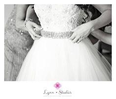 @lynnstudios1  Photographer I Lynn Studios  #tampawedding #weddings #lifestyleweddings  #classicweddings #oscardelarenta #bride