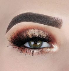 Stunning eye makeup in bronze eye shadow