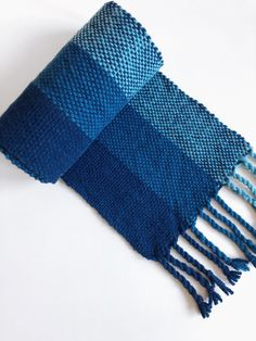 Free Pattern Weave a Cozy Merino Wool Scarf on a Rigid Heddle Loom Scarf Cozy Merino Rigid Heddle Scarf Loom Knitting Stitches, Arm Knitting, Weaving Loom Diy, Hand Weaving, Wool Yarn, Merino Wool, Loom Scarf, Woven Scarves, Weaving Patterns