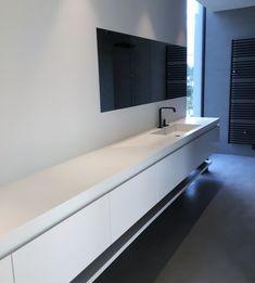 Meuble de salle de bain laqué avec corian