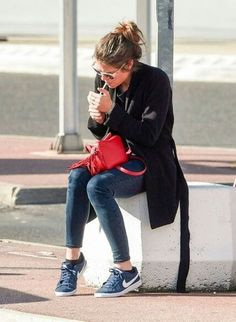 Charlotte at the airport in Paris. http://www.pinterest.com/diannel1951/heiresses-fascinating/  ... http://www.pinterest.com/pin/523754631639087334/