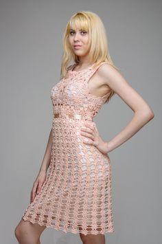 Ganchillo elegante vestido de color melocotón por SekretAndCo, $130.00