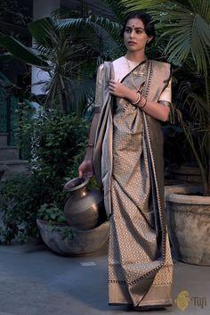 Free Shipping Grey Color Banarasi Silk Saree Beautiful Weaving Zari Floral Pattern Indian Clothing Self Antique Sarong Wedding Wear 5 Yard